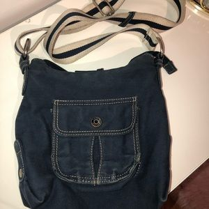 2/35$ Tommy Hilfiger crossbody